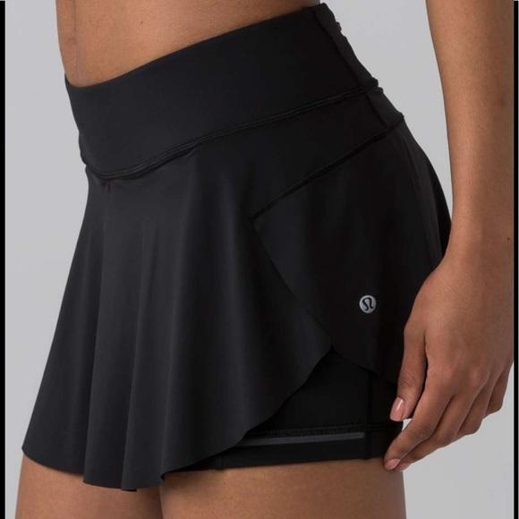 Lululemon quick pace skirt / shorts size 8